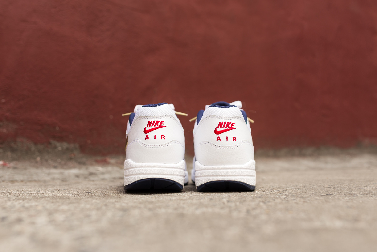 Nike Air Max 1 Olympic Foot Locker Lifestyle of Football von hinten